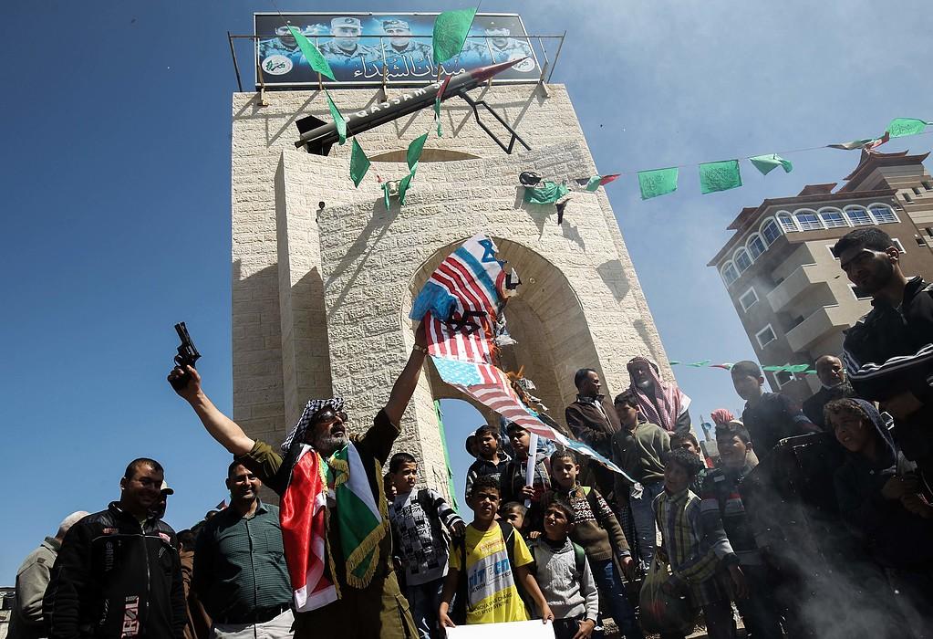 Palestinian citizens burn US, Israeli flags