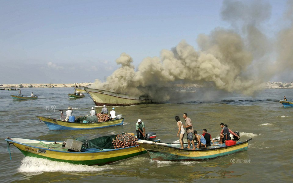 Israeli navy shoots Palestinian fisherman in Gaza